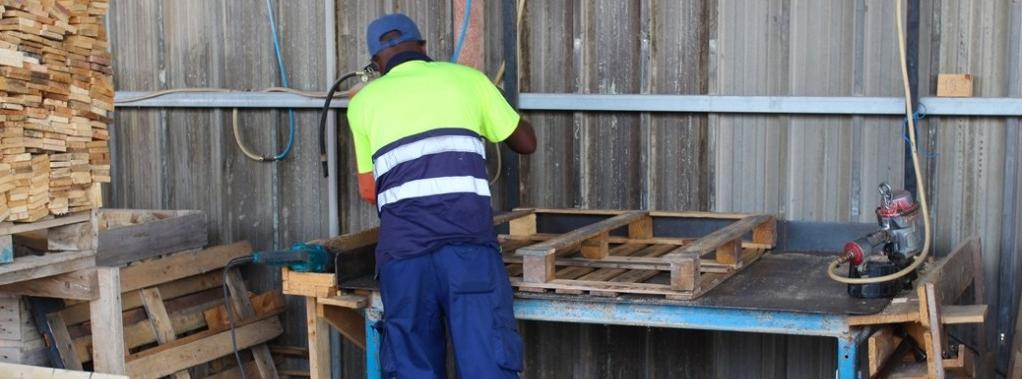 reparacion-palets-de-madera-1024x379
